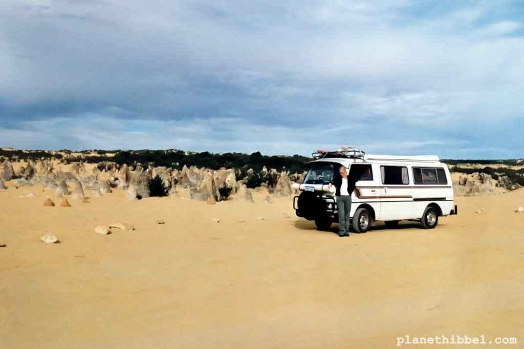 12 Monate lang mein Zuhause. Ein Nissan Urvan Campervan. Hier im Nambung NP/ Pinnacles in Western Australia.