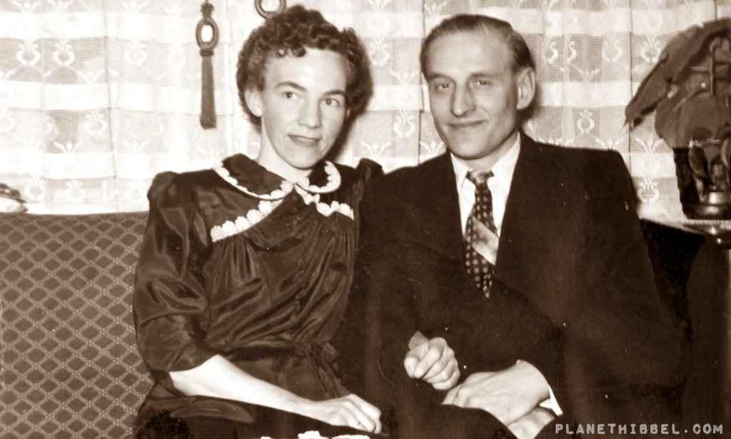 Rorvik 1945 - Das Hochzeitsfot meiner Großeltern. Und ich finde man sieht ihnen die Strapazen des Krieges an.