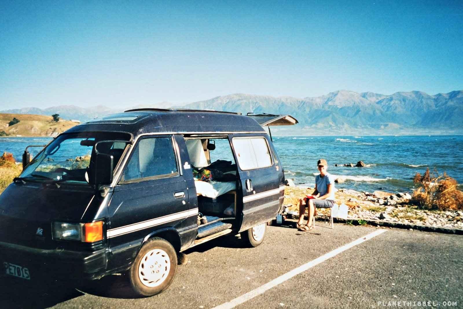 Der erste Kaffee morgens mit Blick auf die Bucht von Kaikoura / Neuseeland - unbezahlbar! (analaog aus dem Jahr 2000)